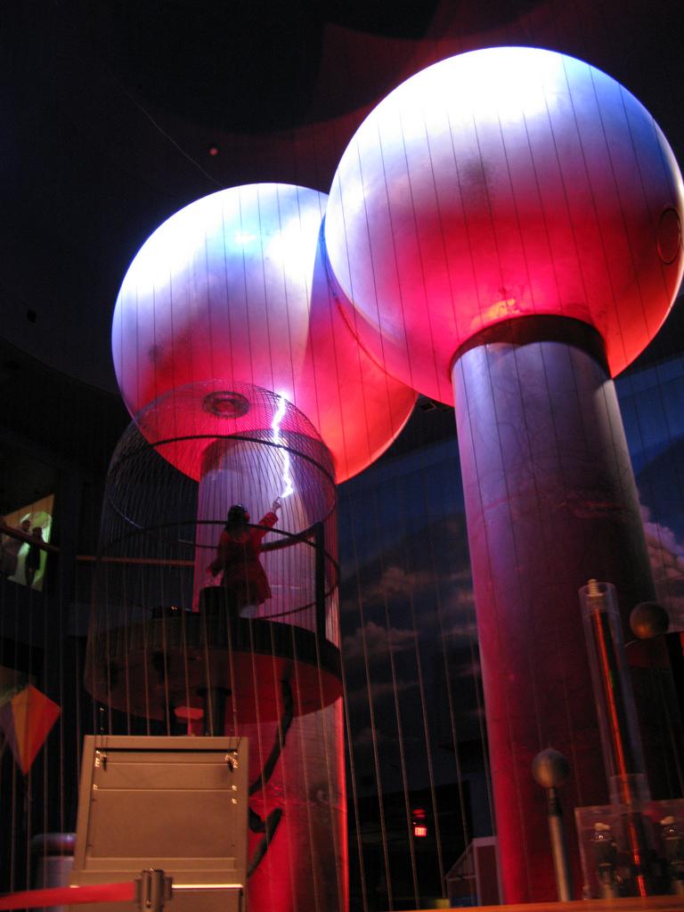 Boston Museum Van de Graaff and Faraday Cage