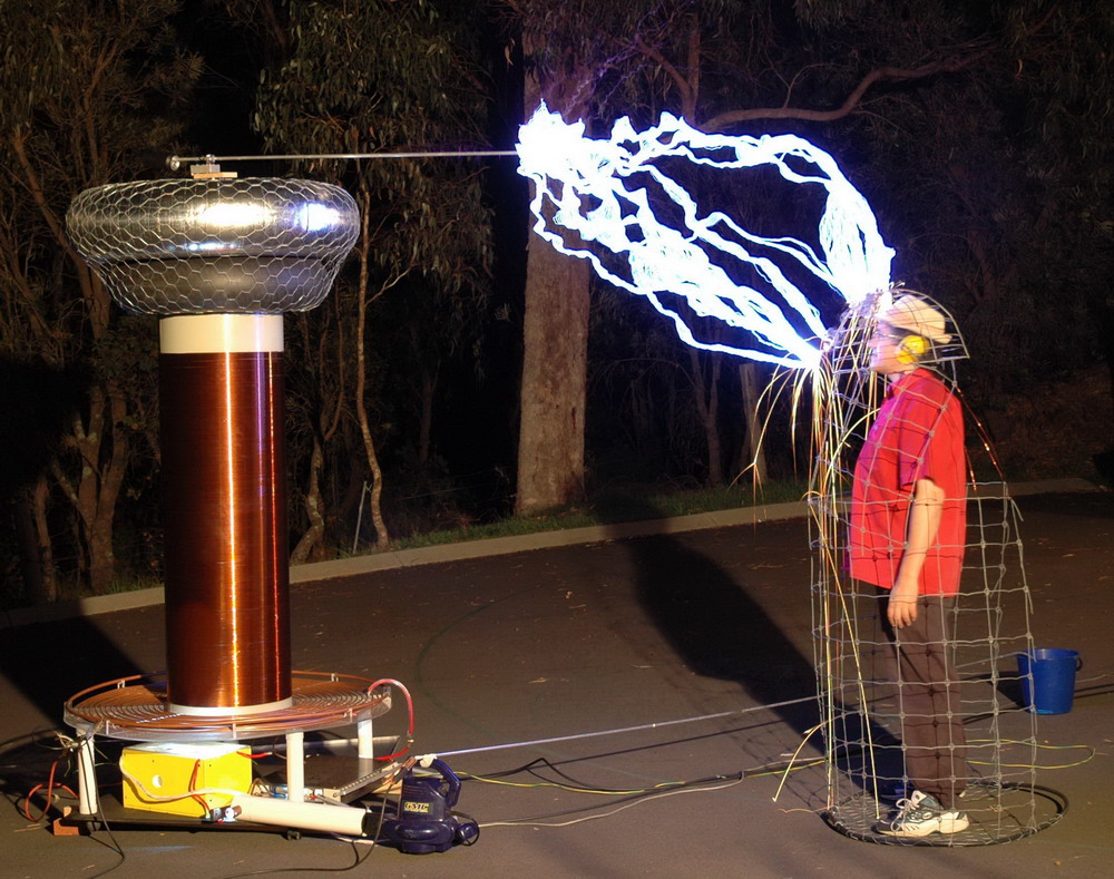 Tesla Coil and faraday Cage